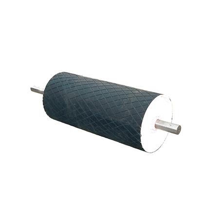 Magnesy zabudowane w skrajnych rolkach przenośników taśmowych